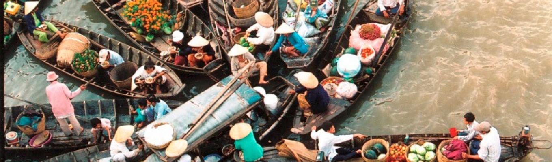 Chợ nổi Cái Bè: khu chợ lúc nào cũng đông vui tấp nập, đầy đủ các mặt hàng thủy hải sản, hoa quả,…