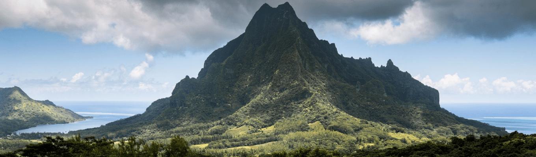 Belvedere Lookout Point là điểm ngắm toàn cảnh thung lũng và những ngọn núi cao trên đảo Moorea, phía sau là vịnh Opunohu và vịnh Cook, những vịnh biển chia tách hòn đảo tạo nên hình trái tim.