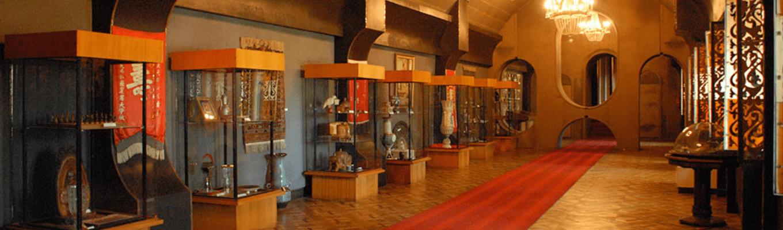 Bảo tàng Joseph Stalin là nơi trừng bày rất nhiều hiện vật của vị tướng gây nhiều tranh cãi trong lịch sử Liên Bang Xô Viết.
