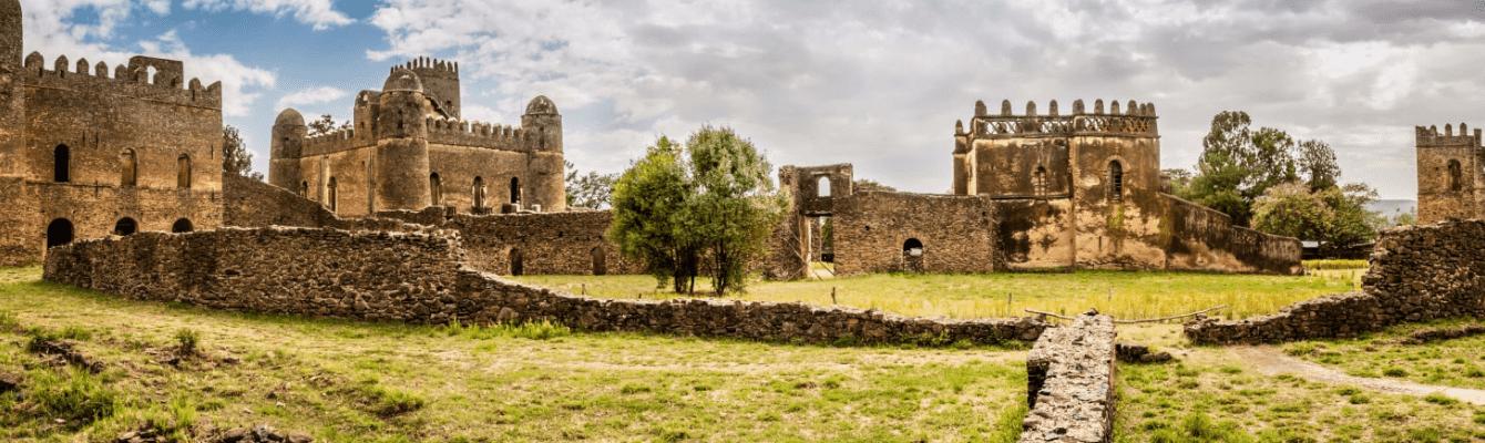 Kinh thành Hoàng gia: cụm công trinh đồ sộ với hàng chục công sự cùng dinh thự hoàng gia được nhà vua Fasilides cho khởi công xây để biến Godar trở thành một kinh đô lâu đài.