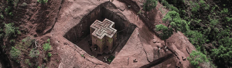 Nhà thờ thánh George: nhà thờ cuối cùng trong quá trình xây dựng liên tiếp 11 nhà thờ đá tại Lalibela và nằm riêng biệt so với các nhà thờ khác.