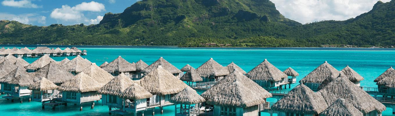 Đảo Tahiti là hòn đảo lớn nhất, cũng là trung tâm kinh tế, văn hóa và chính trị của vùng lãnh thổ hải ngoại này. Giữa đại dương muôn trùng con sóng, đảo Tahiti được hình thành từ hoạt động của những ngọn núi lửa và những rạn san hô bao quanh.