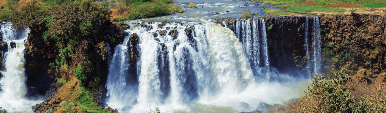 Thác Blue Nile: nằm ở ngôi làng nhỏ Tis-Issat, con thác cao 45m cuồn cuộn mang nước từ thượng nguộn chảy vào con sông Nile lớn.